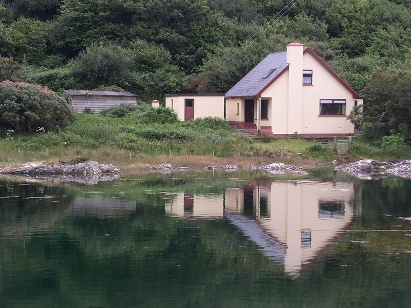 On the wild atlantic way, direct on the ocean, holiday rental in Eyeries