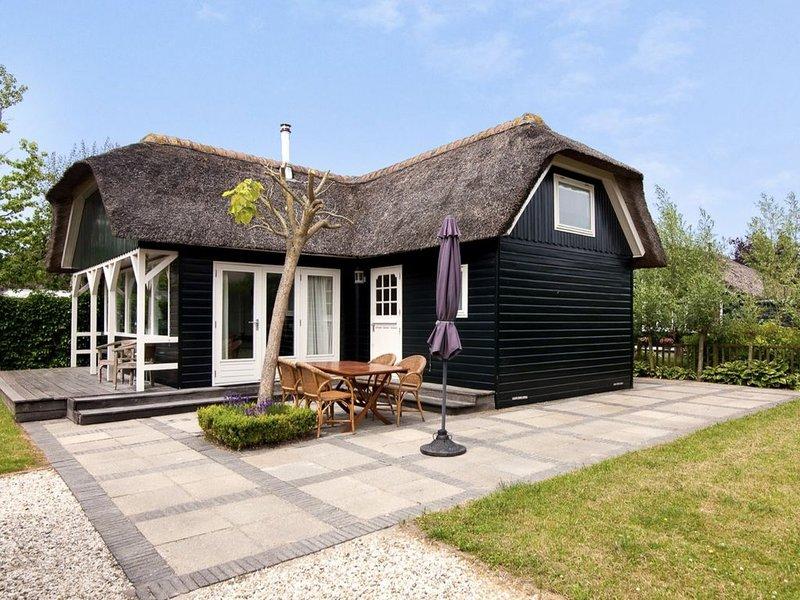 Jannekes reetgedecktes Ferienhaus mit eigenem Garten bei Gouda, holiday rental in Reeuwijk