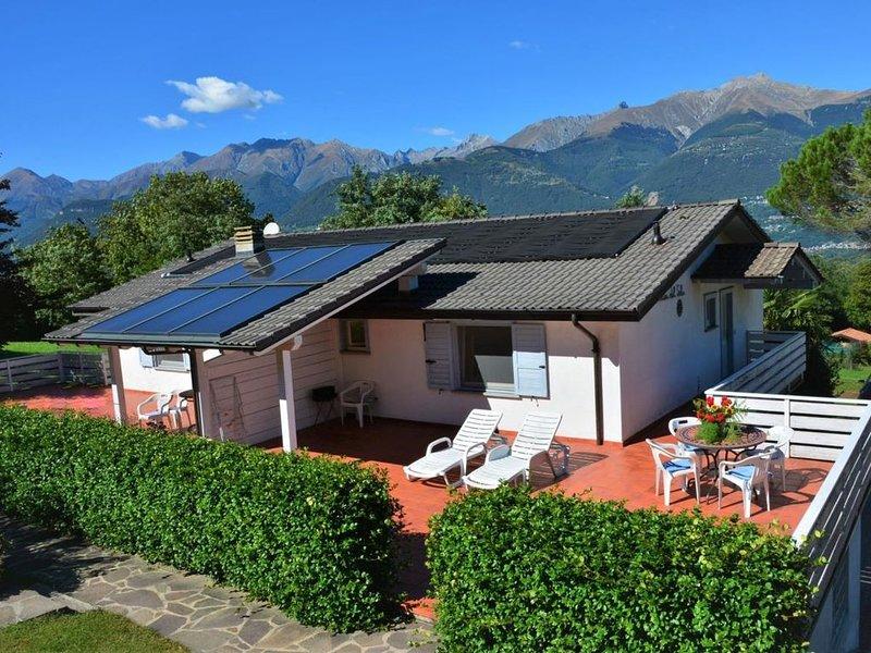 Sole 2 Terrassen-Ferienwohnung mit Pool (OG), vacation rental in Piantedo