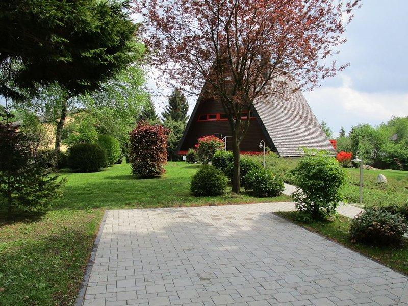 """Casa de vacaciones """"Zum Vennbiber"""" - parte delantera con plaza de aparcamiento"""