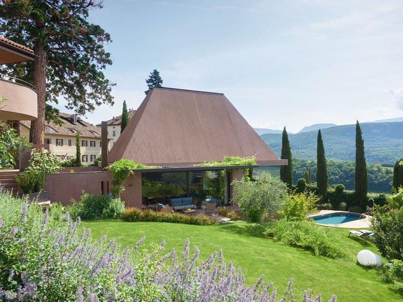 Villa Baronessina ***** Villa mit Pool, Whirlpool, Sauna und großem Privatgarten, Ferienwohnung in Kurtatsch an der Weinstraße