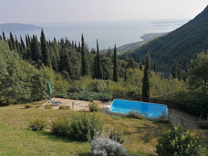 Ferienhaus in der absoluten Natur mit atemberaubenden Seeblick, kl Pool, casa vacanza a San Giorgio