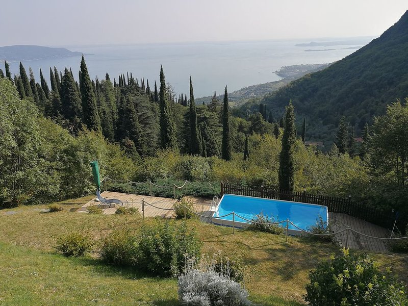 Ferienhaus in der absoluten Natur mit atemberaubenden Seeblick, kl Pool, vacation rental in Liano - Formaga