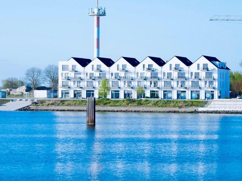 Ostseeurlaub in einer modernen Ferienwohnung in erster Reihe zum Wasser., casa vacanza a Kappeln