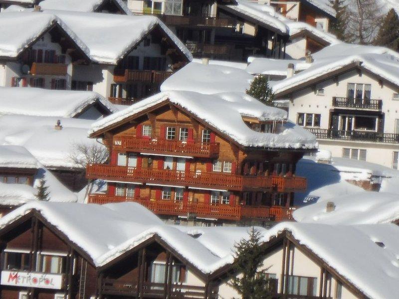 Schöne Ferienwohnung mit Balkon + fantastischer Aussicht im Zentrum von Saas-Fee, alquiler vacacional en Saas-Fee