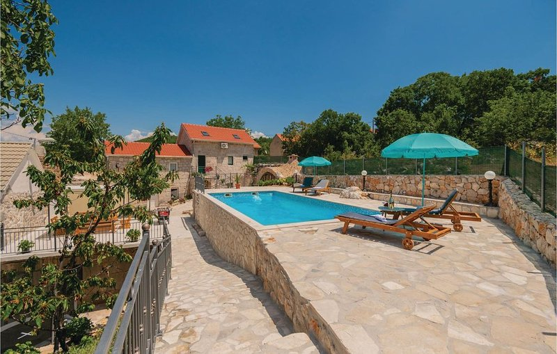 4 Zimmer Unterkunft in Runovic, vacation rental in Velim