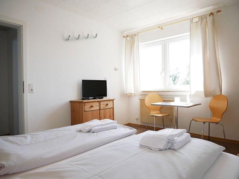 Familienzimmer mit Dusche und WC, max. 4 Personen, holiday rental in Sigmaringen