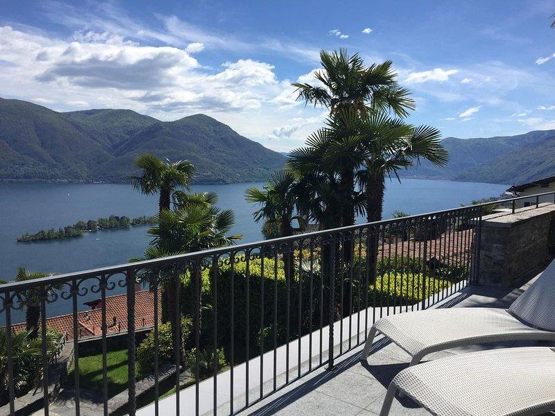 Erstklassige Wohnung mit grosser Terrasse, Panoramasicht und Gemeinschaftspool, location de vacances à Lac Majeur