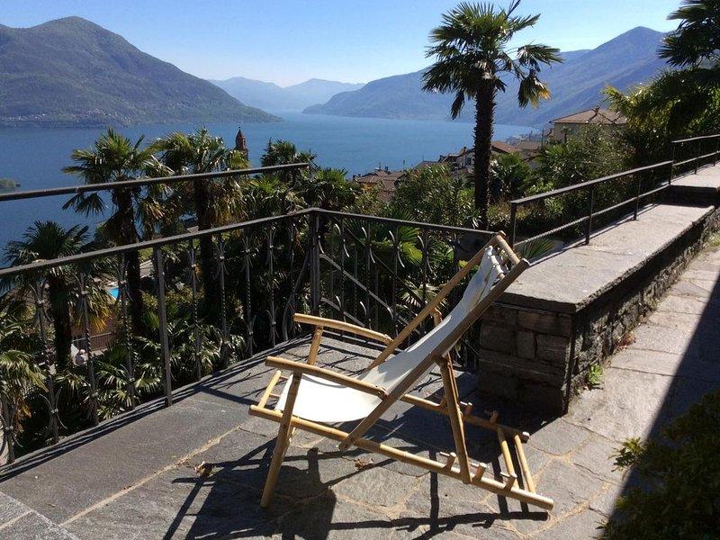 Freistehendes Ferienhaus mit grosser Terrasse, privatem Garten und Seeblick, location de vacances à Lac Majeur