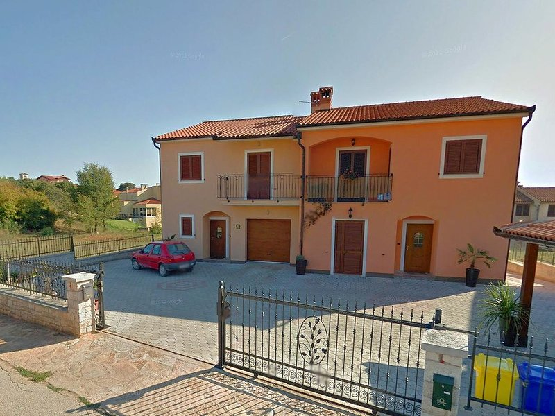 Ferienhaus für bis zu 9 Personen im mittelalterlichen Städtchen Bale bei Rovinj, vacation rental in Bale