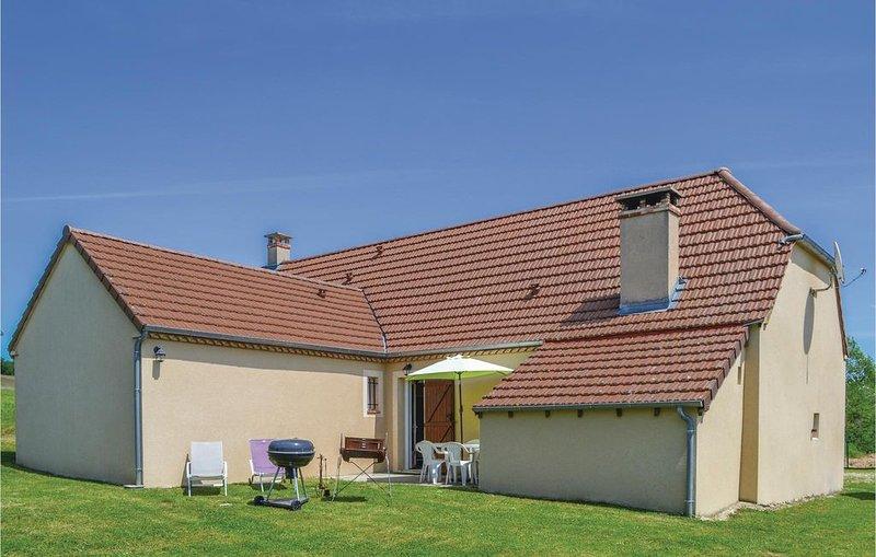 3 Zimmer Unterkunft in Montfaucon, holiday rental in Reilhaguet