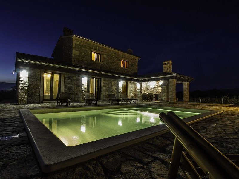 VILLA SALVIA****  Rakalj, LAST MINUTE (21.08.-03.10.2020), vacation rental in Rakalj