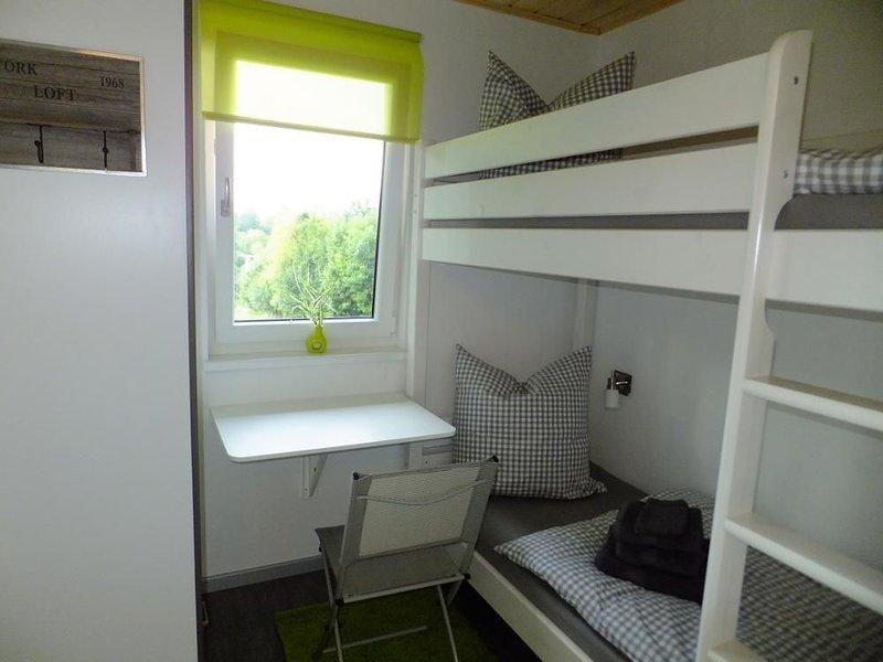 Gemütliches 50qm Ferienhaus mit Terrasse, kostenfreies Parken und WLAN, holiday rental in Drognitz