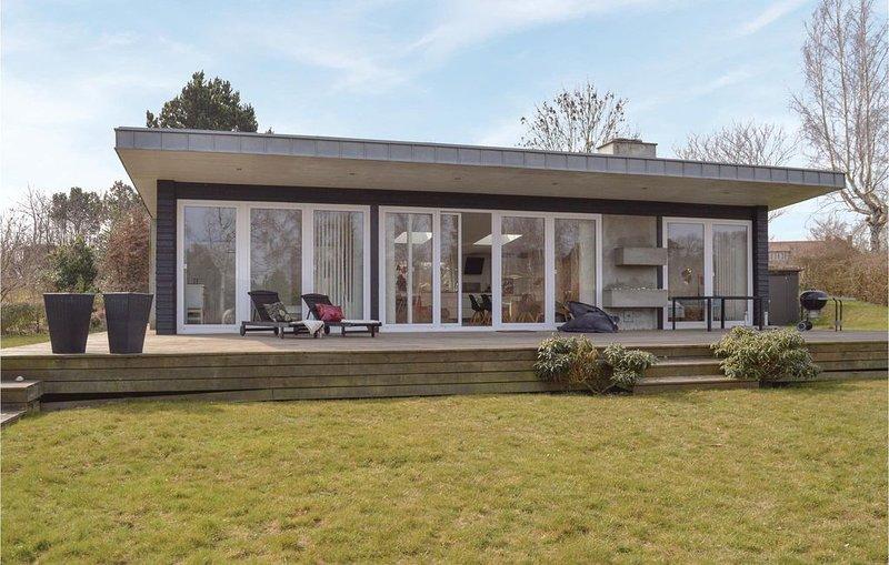 3 Zimmer Unterkunft in Gilleleje, holiday rental in Tisvildeleje