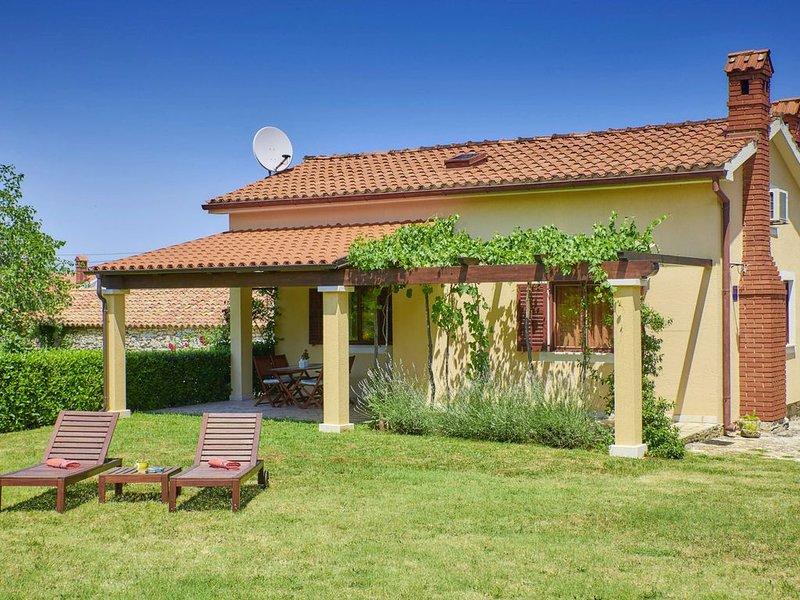 Ferienhaus Lijana * ruhige Lage, 3500 m2 eingezäunter Garten, WLAN, holiday rental in Bratulici
