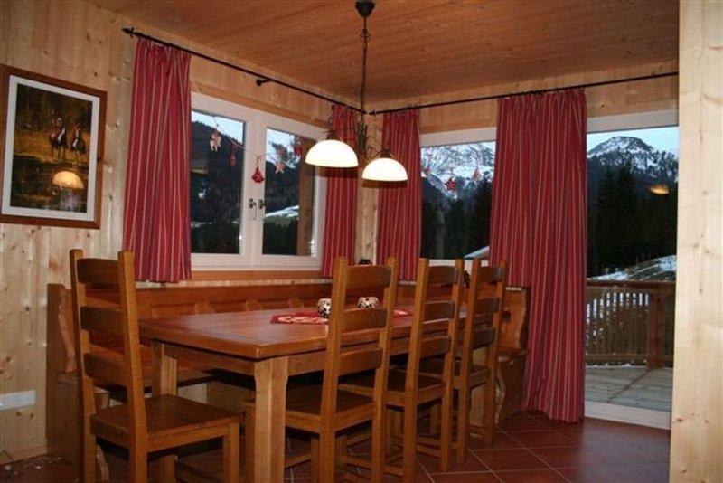 Exklusives Chalet direkt an der Skipiste und im Wandergebiet mit Panoramablick, holiday rental in St Martin am Tennengebirge