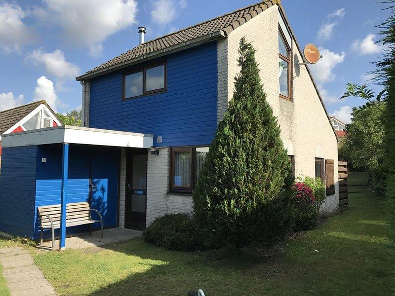 Freistehendes 5 Personen Ferienhaus mit omschlossen Garten., holiday rental in Brouwershaven