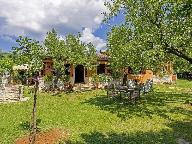 Ferienhaus Klen * ruhige Lage, großer Garten, Terrasse, WLAN, vacation rental in Smoljanci