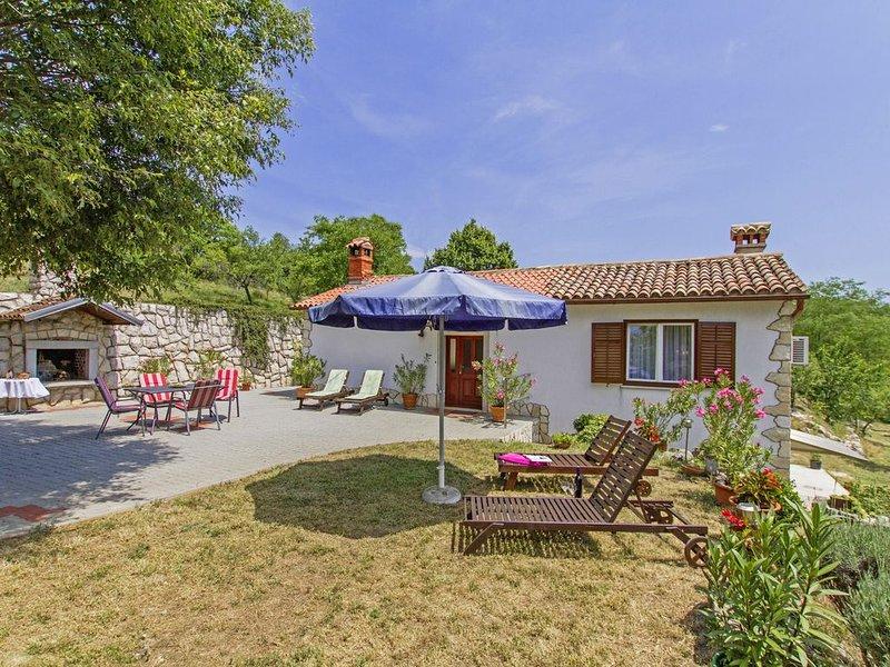 Ferienhaus Roža * großer Garten, Sonnenterrasse, Grill, WLAN, location de vacances à Kunj