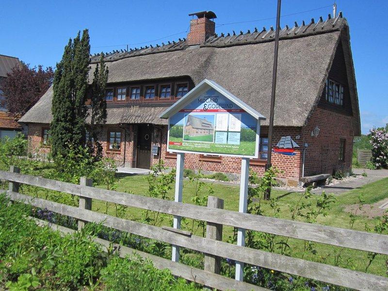 Gemütliche Ferienwohnung für 4 Personen in urigem Reetdachhaus, holiday rental in Hasselberg