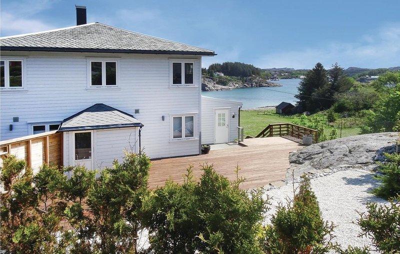 4 Zimmer Unterkunft in Hellvik, holiday rental in Bryne
