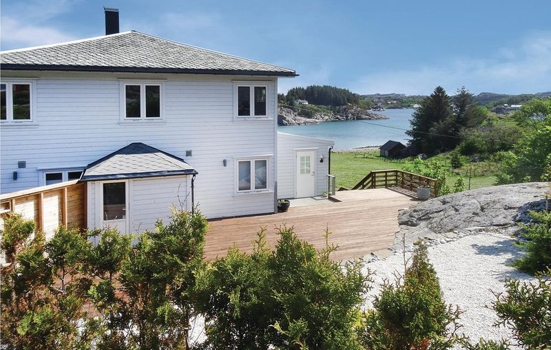 4 Zimmer Unterkunft in Hellvik, vacation rental in Rogaland