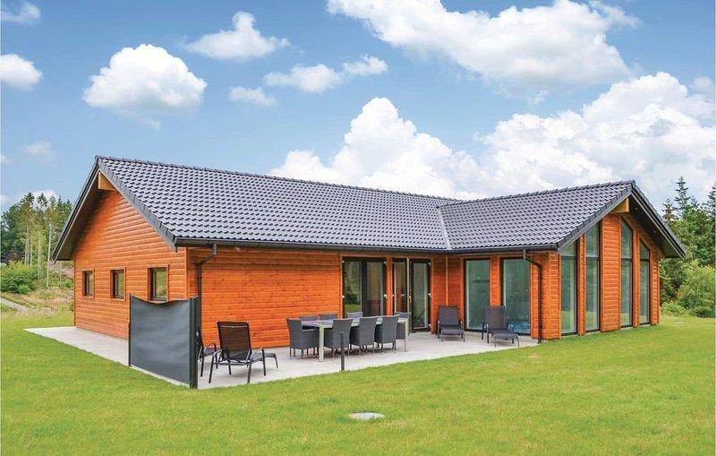4 Zimmer Unterkunft in Ebeltoft, holiday rental in Foelle Strand
