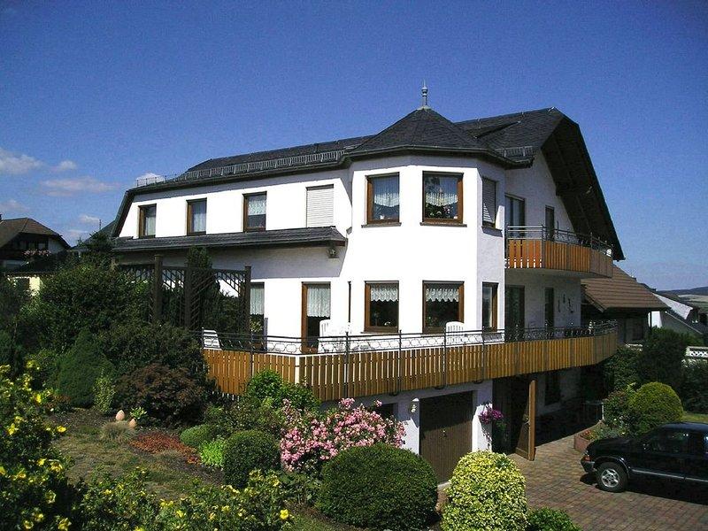 Gemütliche 4* Parterre-Wohnung in der Nähe der Loreley, holiday rental in Miehlen