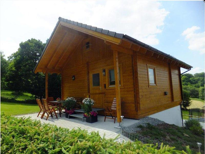 Gemütliches 40qm Ferienhaus mit Natursteinheizung, kostenfreies Parken und WLAN, holiday rental in Drognitz