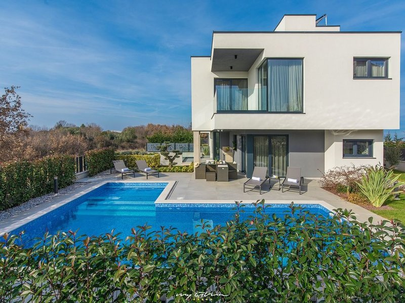 Villa Lucia  mit  top Ausstatttung, Pool ,Jacuzzi, Sauna, vacation rental in Porec