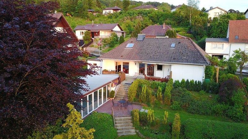 Ferienhaus am Diemelsee bei Willingen mit Pool und Sauna, holiday rental in Helminghausen