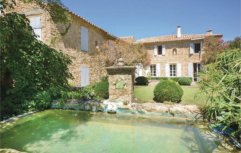 4 Zimmer Unterkunft in Serignan du Comtat, aluguéis de temporada em Camaret-sur-Aigues