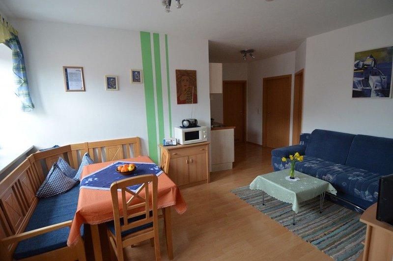 Schöne  Ferienwohnung*** ca. 52 qm für bis zu 4 Personen, vacation rental in Zandt