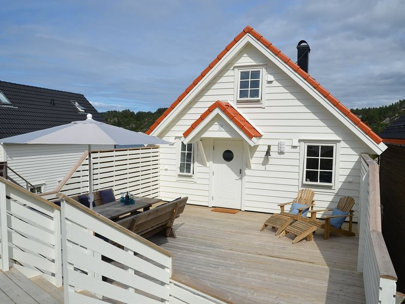 Ferienhaus mit Tischkicker & Sauna, ideal für Familien, Wassersportler & Angler, location de vacances à Hordaland
