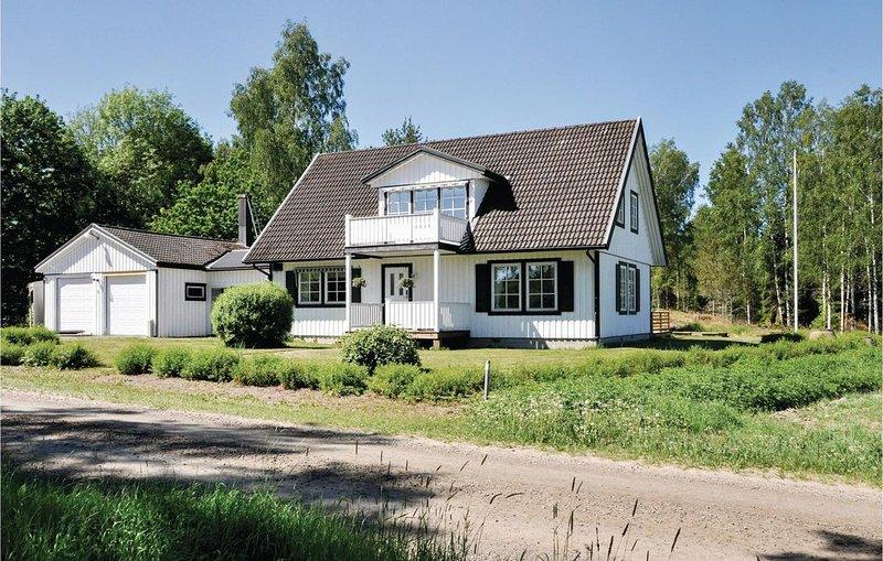 5 Zimmer Unterkunft in Säffle, holiday rental in Langserud