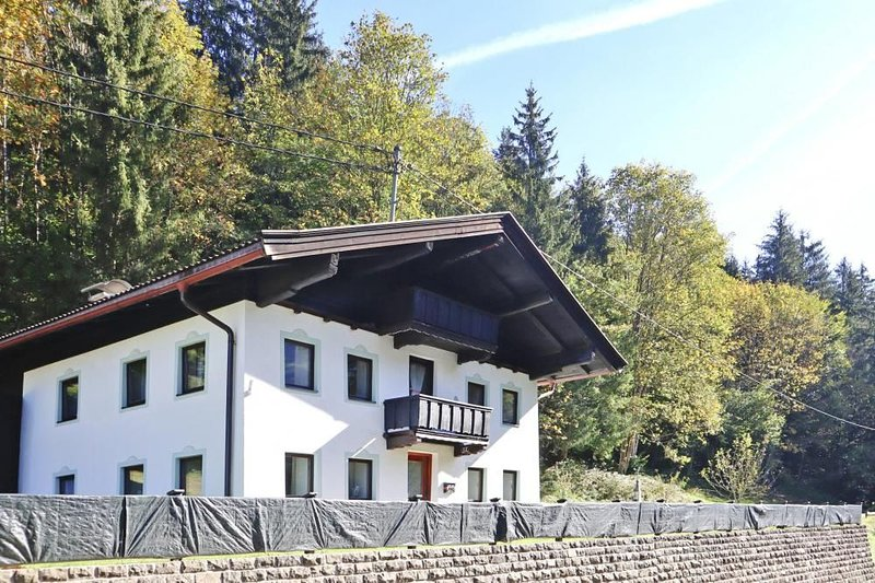 Ferienhaus Grünbacher, Kössen, vacation rental in Schwendt