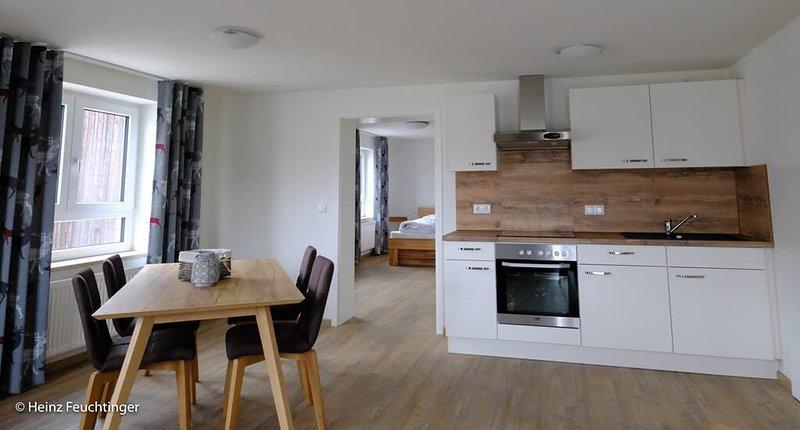 Geräumiges, modernes Appartement mit tollem Balkon zur Dorfmitte, barrierefrei, alquiler vacacional en Miltach