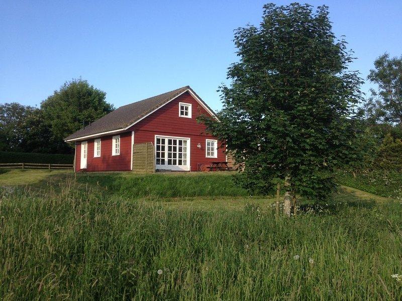 Stonro bis 1 Tag vor Anreise, Ferienhaus mit Blick auf den Fluss, Treene,, casa vacanza a Husum