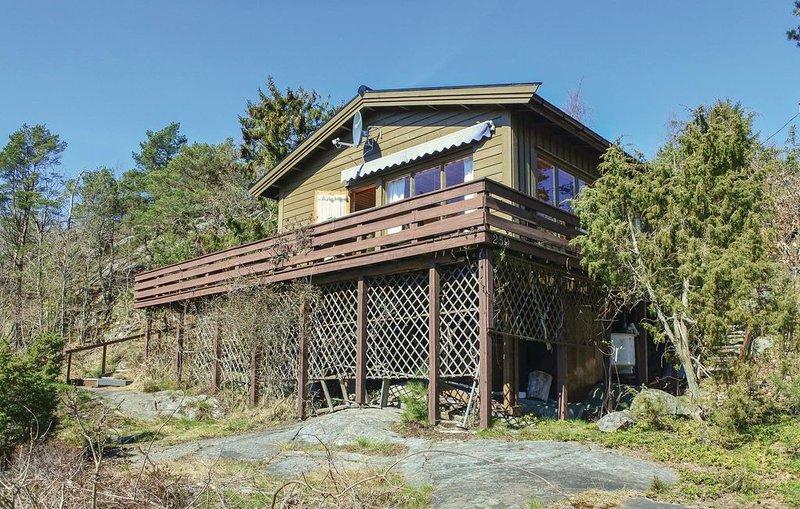 4 Zimmer Unterkunft in Risør, casa vacanza a Sundebru