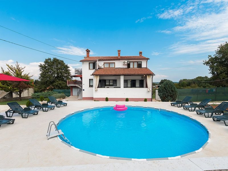 Countryside holiday apartment with 3 bedroom, vacation rental in Orihi