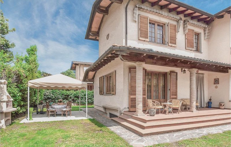 4 Zimmer Unterkunft in Camaiore -LU-, holiday rental in Casoli