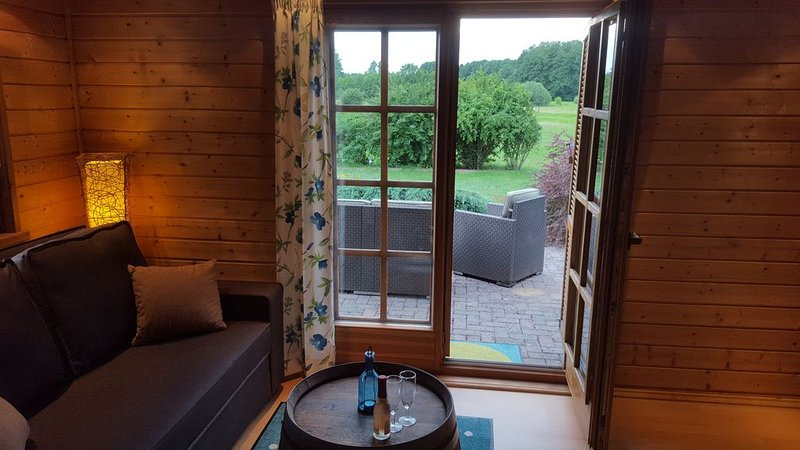 Gemütliches Holzhaus mit Wiesenblick und Sonnenuntergang, casa vacanza a Spreenhagen