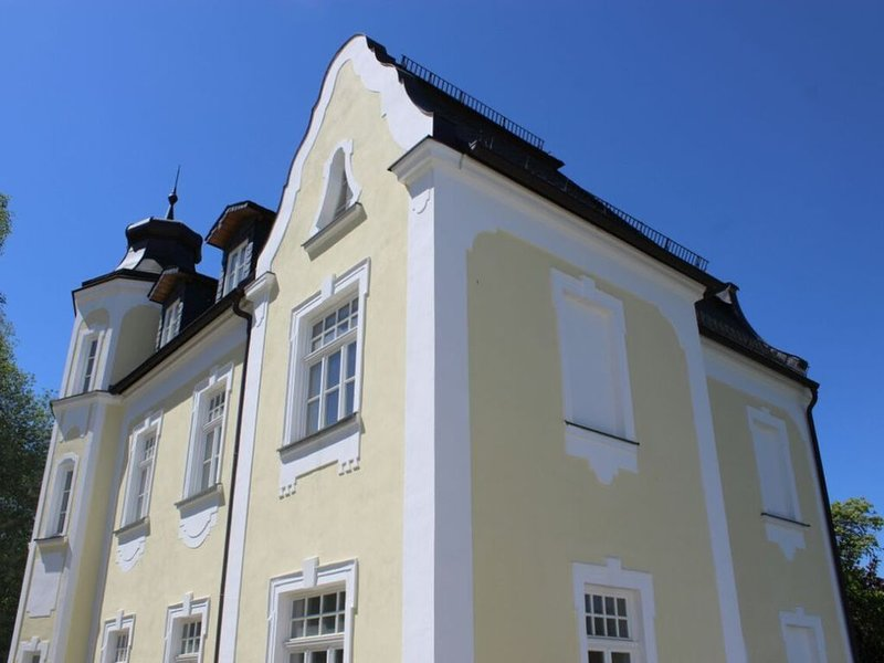 Villa Neidstein - Luxuriöse Obergeschosswohnung, vacation rental in Schnaittach