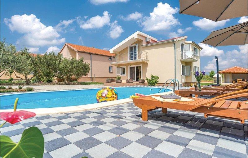 4 Zimmer Unterkunft in Pristeg, vacation rental in Radosinovci