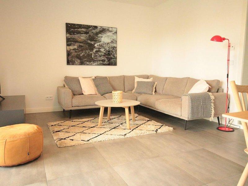 Strandnähe-3 Raum-Ferienwohnung mit Balkon im Zentrum von Binz-Villa Lindholm Wh, holiday rental in Ostseebad Binz