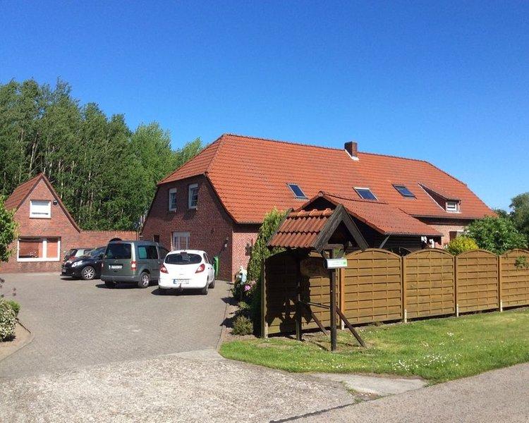 Ferienwohnung, hauseigener Tennisplatz, Hunde willkommen, ideal f. Kinder,, location de vacances à Wittmund