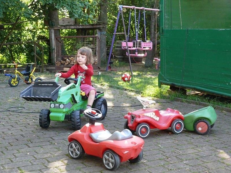 Kinderfreundlicher Bio-Bauernhof mit Hofladen, vielen Tieren (Dachgeschoss), vacation rental in Burgpreppach