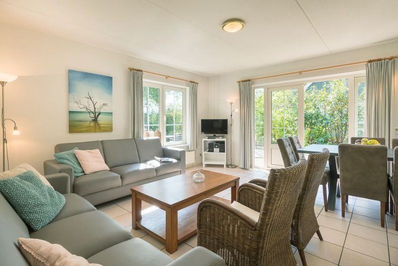 Villa mit Luxus-Küche , 2 Badezimmer und 4 Schlafzimmer, casa vacanza a Emmeloord