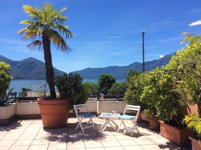 Exklusive Attikawohnung mit grosser Panoramaterrasse mit Seeblick, Hallenbad, alquiler de vacaciones en Ascona