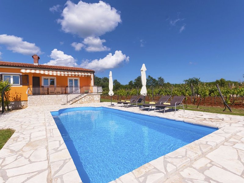 Romantische Pool-Villa in sonniger Lage nahe dem Meer, familienfreundlich, holiday rental in Nedescina